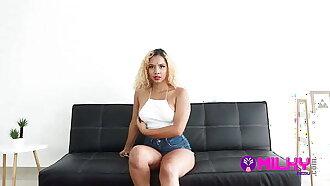 Delaila venezolana fue descubierta grabando tik toks calientes...termina haciendo un dracukeo en el estudio. ¡Cazando incautas en busca de fama!